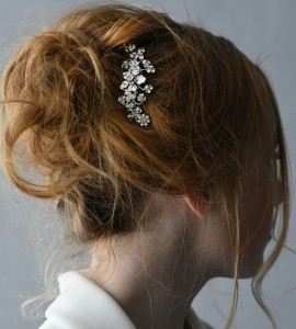 """A 3"""" comb with a center flower & tips of tri rhinestones & pearl daisies….*Silver …………………"""