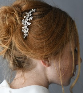 """A-5655 A 3 ½"""" comb of pearl flowers & rhinestone flowers tipped with twisted tri pearls…(Ivory pearls) ..*Silver"""
