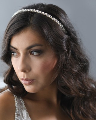 A delicate headband of 4mm crystals & 4mm glass pearls…(Ivory or white glass pearls)…………
